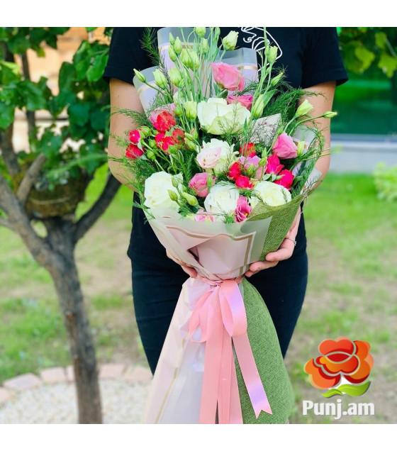 Վարդերով և լիզիանտուսներով փունջ